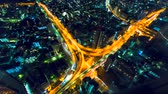 infra estrutura : Aerial view time-lapse of a massive highway intersection at night in Shinjuku, Tokyo, Japan.