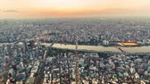 metropolitano : Sunset time-lapse high above Tokyo, Japan from the Tokyo Skytree, the worlds tallest freestanding broadcasting tower. Vídeos