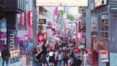 tokio : TOKYO - CIRCA JUNE 2015: People walk and shop along the Takeshita Street in Harajuku, Tokyo, Japan. Takeshita street is a pedestrian-only street lined with cafes and boutiques famous for its fashion trends Wideo