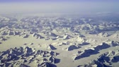 polární : Aerial view of arctic mountains near Kluane National Park, Yukon Territory, Canada. Steady, slow motion shot