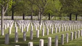 bundesheer : Arlington National Cemetery Panning Schuss Stock Footage