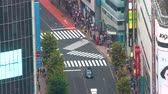 chodec : TOKYO, JAPAN - SEP, 25 2017: Traffic and people pass through Shibuya, Tokyo, Japan Dostupné videozáznamy