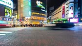 tokio : TOKYO, JAPAN - SEP, 25 2017: People and traffic cross the famous scramble intersection in Shibuya, Tokyo, Japan in time-lapse