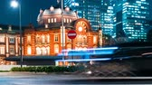 tokio : Time-lapse of taxis in front of Tokyo Station at night Wideo