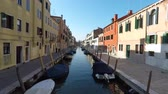 gondoliere : City view, boat canal in Venice, Italy Filmati Stock
