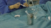 srdeční : Doctor and nurse prepare equipment for coronary bypass surgery