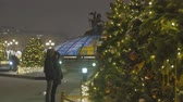 hvězda : Festive atmosphere. Christmas toys hanging on the tree. In the background, the movement of cars is out of focus.