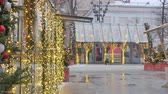 Christmas decorations on the streets. Against the background is not the focus of the movement of cars and crowds of people. Стоковые видеозаписи
