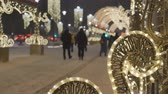 Christmas decoration close-up. In the background, cars are out of focus and people are walking. Festive atmosphere. Стоковые видеозаписи