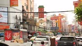 cultura thai : BANGKOK, THAILAND -  Dec 15 2018: Cars and shops on Yaowarat road. Chinatown with notable Chinese buildings, restaurants and decoration. Busy Yaowarat Road in the evening Bangkok, Thailand