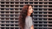 pronásledování : Long haired woman turn back and smile in front of metal grid or mesh