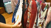 escolher : Woman choosing silk and linen scarf at the shop. Variety of colorful woman scarfs. Vídeos