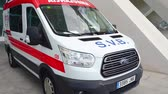 レスポンス : Valencian, Spanish ambulance van. Responding  to an emergency. New ambulance Ford van.