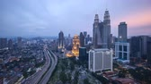 malásia : 4k UHD time lapse of aerial view sunset day to night at Kuala Lumpur city skyline. Zoom out Vídeos