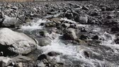 теснина : mountain stream in the gorge, the Himalayas, Nepal