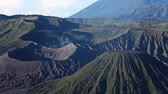 szczyt : Zoom out of volcanoes in Bromo Tengger Semeru National Park. Java, Indonesia Wideo