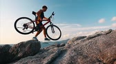 chůze : Man walks with bicycle on the rocky terrain Dostupné videozáznamy