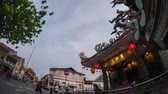 turizm : Day to night timelapse near Chinese temple in Malaysian city of Penang Stok Video