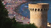 mar : Tower with central beach of the town of Tossa de Mar. Spain Vídeos