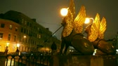 фехтование : Griffins on Bank Bridge in Saint Petersburg at night