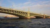 tradições : Trinity Bridge on Neva river in St. Petersburg Russia - shooting from boat