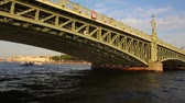 tradições : Trinity Bridge on Neva river in St. Petersburg Russia - timelapse shooting from boat