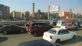 sıkışmış : CAIRO, EGYPT - DECEMBER 01, 2014: View from the window of the bus on the streets of Cairo Stok Video