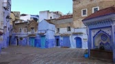 süsleme : Public fountain of the Plaza El Hauta, square in medina of Chefchaouen, Morocco