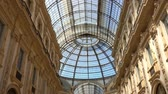 tavan : Walking in Galleria Vittorio Emanuele II, gallery, Milano, Milan, Lombardy, Italy Stok Video