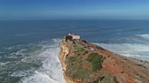 leuchtturm : Aerial view of the Atlantic Ocean with the waves in Nazare, Portugal, 4k