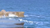 olas : Montenegro, puesta de sol, surf, mar, naturaleza, olas, piedra, playa, Archivo de Video