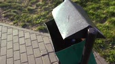 puszka : womens hand throws an empty plastic bottle into the trash can