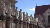 католицизм : twelve apostles at the entrance to the Church Saint Peter and Paul in Cracow Стоковые видеозаписи