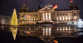 ulusal bayrağı : Germany. The building of the Berlin of the Bundestag in the winter at Christmas time lapse