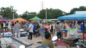 aquisitivo : PATTAYA, THAILAND - DECEMBER 16, 2017: Flea market in Thailand. People choose things on a flea market. Many second-hand things on the floor Stock Footage