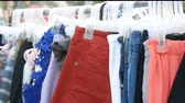 guarda roupa : Things hang on hanger, women look at clothes and choose. Flea market, clothes sold on the market