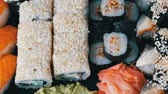 сакэ : Big sushi set with variety of sushi rolls, maki, nigiri, gunkan close up