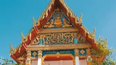 hinduismus : Beautiful Buddhist gilded temple with variety of ornaments and religious symbols