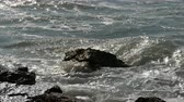 прерыватель : Waves beat against the rocky shore. Beautiful waves of the South China Sea close up view