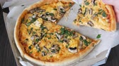 amassado : Womans hand takes piece of round pizza withwith greens, chicken, mushrooms and double cheese Vídeos