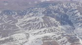 сноуборд : Stunning beauty of the mountain range, slightly covered with snow, passing by clouds, a view from the airplane window
