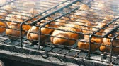 fungos : Large mushrooms are grilled on grill Stock Footage