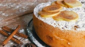 타트 : Delicious gingerbread apple pie charlotte. Traditional cinnamon and apple pie richly powdered powdered sugar