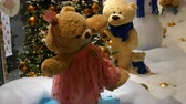 младенчество : Princess toy brown teddy bear in a dress and crown spinning around in a Christmas-decorated shopping center Стоковые видеозаписи