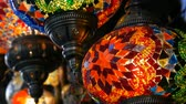 seramik : Many multi-colored Turkish mosaic lamps on ceiling market in the famous Grand Bazaar in Istanbul, Turkey Stok Video
