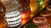 authentisch : Many colorful Turkish lamps in a store on GrandBazar, Istanbul, Turkey. Traditional Colorful Handmade Asian Mosaic Lanterns of Colored Glass on Market. Arabic lamps Videos