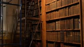 archief : Very old vintage books on shelves in an ancient library. Big collection of old uncognizable books