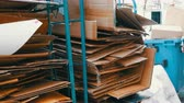 gestión de residuos : Cardboard boxes folded for further processing. Garbage sorting, environmental protection