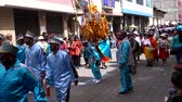ziyafet : Latacunga, Ecuador  -  20180925  -  Ashanguero in Blue Dances As He Carries 250 Pounds of Feast on His Back in Mama Negra Parade Stok Video
