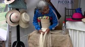 eski moda : Cuenca, Ecuador - 20181003 - Cuenca Independence Day Festival  -  Indigenous Woman Shows How to Make Panama Hat Stok Video